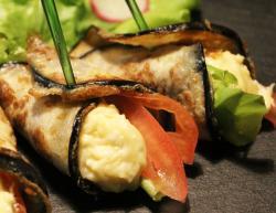 Канапе из овощей в баклажане, обжаренном в яйце