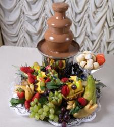 Шоколадный фонтан с фруктами весом 1 кг